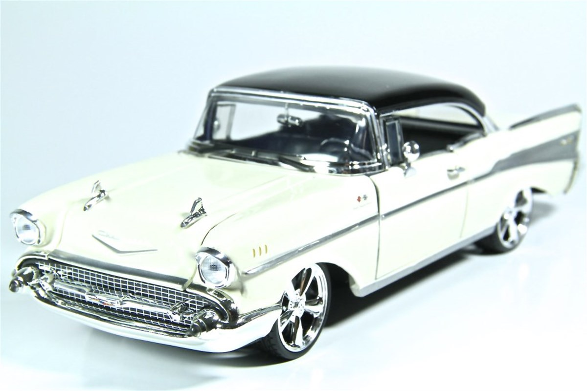 Vardem 1:18 1958 Plymouth Fury 1957 Chevy Bel Air 021674